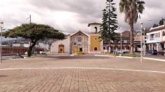 Iglesia y parque de El Valle